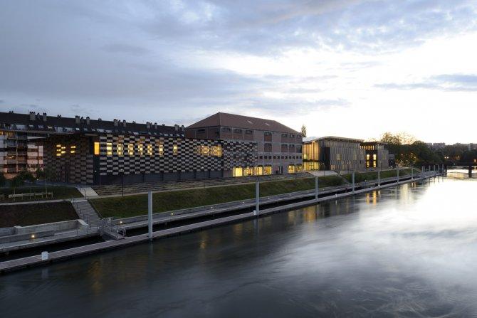 Vue de 3/4 de la Cité des Arts depuis le Doubs